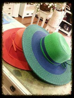 Rojo, naranja, verde y azul... ideales para pasear con el sol.