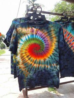 These have a Glow Look Bleach Tie Dye, Tye Dye, How To Tie Dye, How To Dye Fabric, Shibori, Diy Tie Dye Shirts, Tie Dye Crafts, Tie Dye Techniques, Tie Dye Fashion