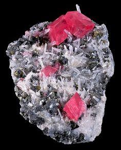 Rodocrosita, cristalitos de Cuarzo, Pirita y Tetrahedrita