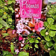 Reading in the garden #books #instabook #Pink #Green #poemasdeorigami #livro #jardim #flowers #flores #beauty #nature #natureza #love #origami #Day