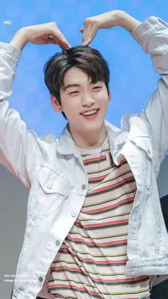 Sending ya'll the love from Soobin 💕💖💞💗💓 Soobin is like a bunny, he is so cute and lovely, look at his smile and dimples 😭💕 ⠀ 190306 K Pop, Kai, Rapper, V Bts Cute, The Dream, Dimples, K Idols, Jaehyun, Kpop Groups