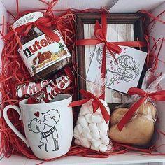 Love is . In the presence of three white boxes, large . In Gegenwart von drei weißen Kästen, große …- – Wichteln Ideen – Agli Love is … ♥ ️. In the presence of three white boxes, large …- – Imp ideas – - Cute Birthday Gift, Birthday Gift Baskets, Diy Gift Baskets, Friend Birthday Gifts, Diy Birthday, Birthday Presents, Valentine Boxes For School, Valentines Day History, Valentines Diy