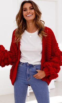 17 Ways to Wear Sweaters Fashionably Red Cardigan Outfits, Winter Cardigan Outfit, Casual Outfits, Chunky Cardigan Outfit, Red Fashion, Cute Fashion, Fashion Outfits, Red And White Outfits, Oversized Knit Cardigan