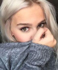 """Résultat de recherche d'images pour """"brown eyes white hair"""""""