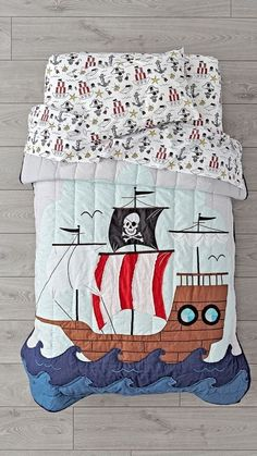 Yo ho ho, our Pirate Toddler Bedding is ready to set sail. Adorned with an embroidered pirate ship, as well as various printed elements, this cotton toddler bedding set is perfect for any kids bedroom. Kids Bedding Sets, Best Bedding Sets, Luxury Bedding Sets, Pirate Bedding, Pirate Bedroom, Zen, Best Duvet Covers, Pillow Covers, Mermaid Room