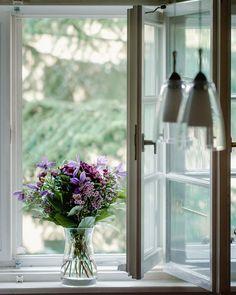 Schöne Blumen dürfen an einem schönen Tag nicht fehlen: Hortensien, Sterndolde, Wachsblume, Clematis. Ikebana, Amaryllis, Clematis, Glass Vase, Home Decor, Astrantia, Lilac Bushes, Tulips, Cut Flowers