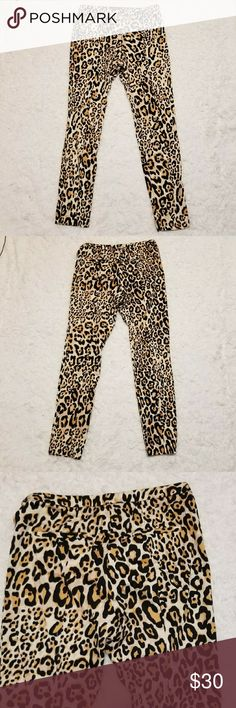 """Topshop leopard pants Super adorbs cheetah print cigarette pants by Topshop. In great shape, worn a few times. Faux butt pockets. Chic yet punk. Can go from business casual to night out.  Size 6 waist is 14"""" length is 36"""" inseam is 28""""  #topshop#slacks#cheetah#leopard Topshop Pants Straight Leg"""