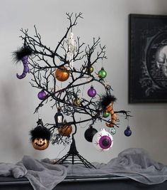 How To Make a Halloween Ornament Tree Christmas Stocking Stand, Halloween Christmas Tree, Halloween Ribbon, Halloween Banner, Halloween Ornaments, Halloween Home Decor, Halloween Projects, Holiday Tree, Diy Halloween Decorations