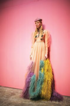 Catherine de Medici, street grit, cool Brooklyn-guy graphics — and Alessandro Michele's Insta-legend at Gucci continues to grow. Better than finding cash under the floorboards. Fashion News, Fashion Art, High Fashion, Fashion Beauty, Fashion Show, Autumn Fashion, Fashion Design, Fashion Trends, Guy Fashion