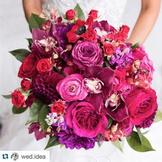 I'm stuck {in a good way} on florals today!  #Repost @wed.idea ・・・ Прекрасный свадебный букет! #wedidea #wedding #love #bridebook #bridebookhq #свадебныйбукет #свадебныйфотограф #свадьба #свадебноефото #vscocam #свадебныйдекор #любовь #weddingday #weddywood #weddingphotography #weddingphotographer #weddinginspiration #weddingdress #weddingideas #weddingseason #weddinggown #bridetobe #bride #groom #mywed #svadbarussia