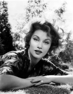 Linda Christian, the first Bond girl and Mrs. A Mexican-born actress who came to Hollywood. Old Hollywood Style, Old Hollywood Glamour, Vintage Hollywood, Classic Hollywood, Casino Royale, James Bond, Palm Springs, Foto Top, Christian Pictures