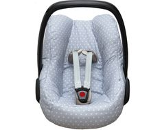 Cosy cover for your Maxi Cosi Pebble or Pebble Plus baby car seat in light grey with stars. The cover keeps your baby cozy, warm and comfortable! It easily fits perfectly over the regular Maxi-Cosi Pebble or Pebble Plus baby car seat without removing anything. The cover is made of 100 % cotton, Oeko-Tex® Standard 100 certified and machine washable at 40 degrees.