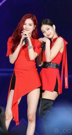 Kim Jennie, South Korean Girls, Korean Girl Groups, 1 Rose, Kim Jisoo, Black Pink Kpop, Korean Star, Blackpink Photos, Blackpink Fashion