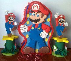 Piñata y centros de mesa de Mario Bros Super Mario Bros, Super Mario Party, Party Props, Party Ideas, Pinata Ideas, Smurfs, Birthdays, Lily, Toys