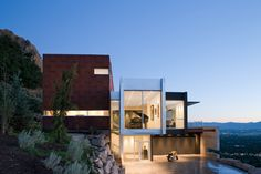 Axis Architects designed the H-House on a hill overlooking Salt Lake City, Utah. Let's go find this house ! Residential Architecture, Contemporary Architecture, Interior Architecture, Contemporary Homes, Salt Lake City, Exterior Design, Interior And Exterior, Beautiful Modern Homes, Beautiful Scenery