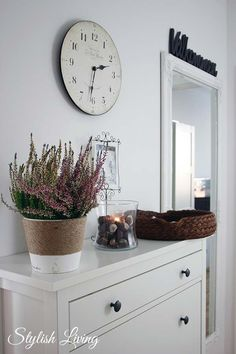 Corridor: Hemnes shoe cupboard, flowerpot wrapped in rough ribbon, chestnuts or deco-seeds, basket for keys . Hemnes Shoe Cabinet, Shoe Cupboard, Lavatory Design, Clear Glass Vases, Interior Design Living Room, Home And Living, Living Rooms, Room Inspiration, Home Accessories