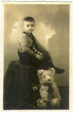 Old Teddy Bears, Vintage Teddy Bears, Edwardian Era, Victorian Era, Time Pictures, Belle Epoque, Alter, Old Photos, Jon Snow