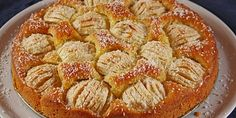 Apfelkuchen, ελληνιστί μηλόπιτα, γερμανικής καταγωγής. Φτιάχνεται με γέμιση μήλων και μιας υπόξινης κρέμας που πραγματικά δίνει μια άλλη...