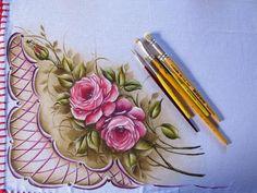 Inês Paulino, Tangara da Serra MT Fabric Paint Designs, Lace Painting, Art Drawings, Stencils, Lily, Hand Painted, Blog, Decor, Custom Paint