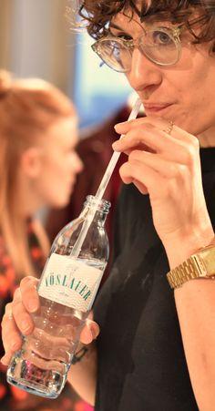 Erfrischende Impressionen vom Berliner Mode Salon ✌️ #berlinfashionweek #vöslauer #jungbleiben #mode #fashion Water Bottle, Events, Drinks, Living Room, Fashion Styles, Life, Drinking, Beverages, Water Bottles