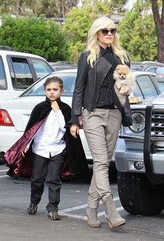 Gwen Stefani e il figlio ad #Halloween #scarypaper  http://paperproject.it/fashion/kids/halloween-dieci-travestimenti-cool-baby-star/
