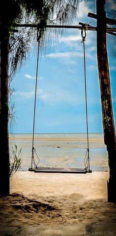 Baan Hin Rim Haad   Prachuap Khiri Khan, Thailand   http://tielandtothailand.com/where-to-eat-seafood-in-hua-hin/