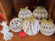Diy Christmas Baubles, Christmas Angel Decorations, Christmas Gingerbread House, Crochet Christmas Ornaments, Crochet Snowflakes, Christmas Snowflakes, Christmas Angels, Christmas Crafts, Flower Pattern Design