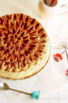 Vanilla cake with mascarpone cream Romanian Desserts, Apple Pie, Vanilla Cake, Carrots, Waffles, Sweet Treats, Sweets, Cream, Breakfast