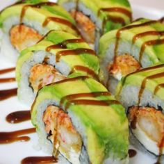 Get in my belly! My perfect sushi roll! American Dream Roll: Spicy Crab, Cream Cheese, Shrimp Tempura garnished with avacodo Sushi At Home, My Sushi, Sushi Time, Sushi Comida, Japan Sushi, Seafood Recipes, Cooking Recipes, Kitchen Recipes, Asian Recipes