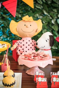 Festa Snoopy   Macetes de Mãe Baby Shower Parties, Baby Showers, Baby Birthday, Birthday Ideas, Birthdays, Christmas Ornaments, Peanuts, Holiday Decor, Charlie Brown