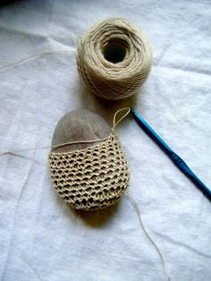 DIY: crochet rock