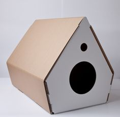 Cucce ecologiche per gatti! Cat Design, Animal Design, Diy Pinterest, Cardboard Model, Wood Dog, Cat Room, Pet Furniture, Animal Projects, Pet Home