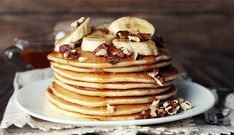 Powdered Peanut Butter Recipes We're Drooling Over: PB Pancakes/Waffles Chickpea Flour Pancakes, Pancakes Protein, No Flour Pancakes, Pancakes And Waffles, Banana Pancakes, Fluffy Pancakes, Best Healthy Pancake Recipe, Pancake Recipes, Breakfast Restaurants