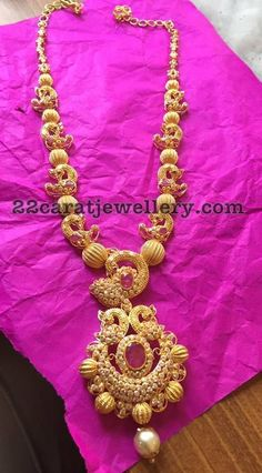Peacock Gold Necklace Latest Collection of best Indian Jewellery Designs. Gold Jewelry Simple, Trendy Jewelry, Fashion Jewelry, Simple Necklace, Necklace Set, Jewelry Sets, Jewelry Accessories, Jewelry Making, Women's Fashion