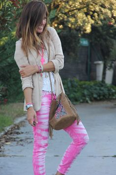 Why don´t you wear the same colours in summer and fall, it can be possible, why not? This pink outfit shines in the fall day . Estilo Hippie, Hippie Boho, Bohemian, Boho Chic, Look Boho, Boho Fashion, Womens Fashion, Cute Casual Outfits, Hot Pink