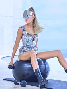harpersbazaar: The Fashion of Tomorrowland Stella Maxwell explores a not-so-distant future filled with space-age silhouettes high-tech metallics and delivery drones. Space Fashion, Metal Fashion, High Fashion, Womens Fashion, Fashion Design, Fashion Trends, Gothic Fashion, Stella Maxwell, Tomorrow Land