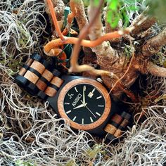 Check it out here:  https://www.facebook.com/watcheswooden/photos/a.1111311665572052.1073741828.1092620964107789/1118003854902833/?type=3
