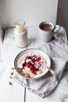 luxury oatmeal with banana cashew milk & berries (gf + v) Breakfast Recipes. English Breakfast, Savory Breakfast, Breakfast Bowls, Breakfast Porridge, Morning Breakfast, Breakfast Ideas, The Oatmeal, Gluten Free Recipes For Breakfast, Brunch Recipes