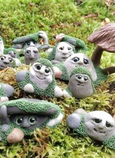 100 ideas for fairy garden design - So invite the magical beings! - Living ideas and decoration - 100 ideas for fairy garden design – How to invite the magical creatures to paint a stone elven dw - Fairy Garden Houses, Diy Garden, Gnome Garden, Garden Crafts, Garden Projects, Garden Art, Garden Landscaping, Landscaping Design, Fairies Garden