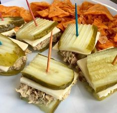 We have the best keto snacks to help you stay on track with the ketogenic diet. These Keto diet snacks are tasty and filling. Even better, the recipes for Ketogenic snacks are simple and easy. Give these Keto friendly snacks a try! Snacks Für Party, Keto Snacks, Healthy Snacks, Healthy Eating, Atkins Snacks, Lunch Snacks, Low Carb Recipes, Diet Recipes, Snack Recipes
