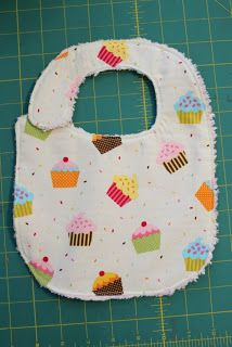 Quick and Easy Baby Bibs - 30 Minute Crafts & link to snap tool Homemade Baby Gifts, Diy Gifts, Baby Bib Tutorial, Baby Sewing Projects, Sewing Ideas, Craft Projects, Newborn Gifts, Baby Bibs, Baby Quilts