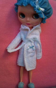 Shower cap, bathrobe and slippers for Blythe