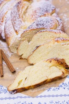 Quark cinnamon bread plait - All About Bread Plait, Cupcake Recipes, Baking Recipes, Cinnamon Bread, Dessert Bread, Food Cakes, Cakes And More, Bread Baking, No Bake Cake