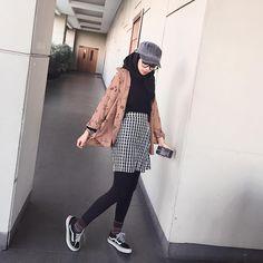 Modern Hijab Fashion, Street Hijab Fashion, Hijab Fashion Inspiration, Korean Fashion, Casual Hijab Outfit, Hijab Chic, Foto Fashion, Vogue Fashion, Korean Outfits