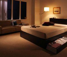 家具の配置(レイアウト)のポイント: 究極の快適な眠りは、インテリアから。16世紀のヨーロッパではそんな事まで言われていたようです。そこまで、お部屋のレイアウトは大事、さらに間接照明のインテリアを加える事によって、相乗効果でおしゃれ部屋を実現しています。 月夜の眠りを実現する…。照明は明るすぎず、暗すぎず。 ほどよくするのが効果抜群だと言われています。 快眠を届ける、おしゃれ部屋レイアウトです。 部屋への家具配置の参考集 Part8【ムーンデイ】