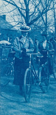 Victorian Life – 43 Cyanotypes Show Everyday Life of People before 1900