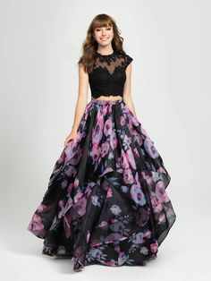Indian Prom Dresses, Dress Indian Style, Indian Fashion Dresses, Frock Fashion, Women's Fashion, Long Dress Design, Stylish Dress Designs, Stylish Dresses, Long Gown Dress
