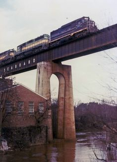 SCL 1307 leads SCL #175 over the Appomattox River Bridge. Photograph by Walt Gay.