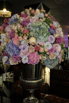 Pretty colors - looks vintage Beautiful Flower Arrangements, Floral Arrangements, Bridal Shower Decorations, Flower Decorations, Amazing Flowers, Beautiful Flowers, Language Of Flowers, Spring Bulbs, Table Flowers