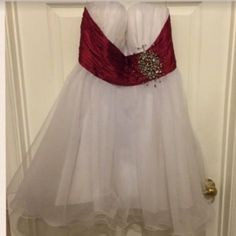 Great condition. Wore it once no stain. Except some of the beating has came off since I move it from closet to closet. Dresses Strapless